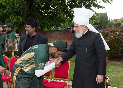 International Masroor Cricket individuals meet Huzur (22 of 349)
