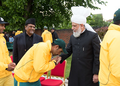 International Masroor Cricket individuals meet Huzur (9 of 349)