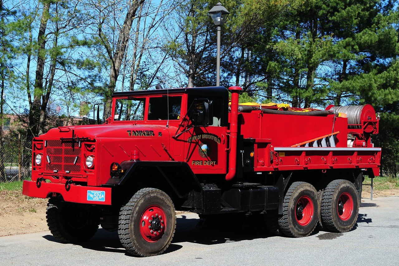 Brookfield  Fire  Dept  Tanker 2  1984  American General  400/ 1200