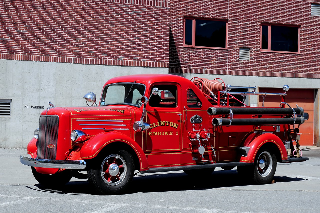 Clinton Fire  Dept   Engine  1  1939  Mack  Type  80    750/  75   SN#  80-S1027
