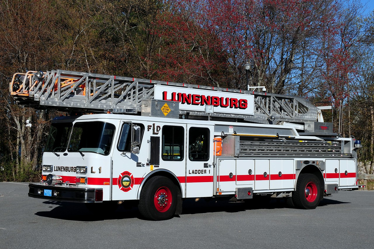 Lunenburg Fire Dept  Ladder  1  1988 Emergency-One 110 Ft  Ex- North Andover, Ma