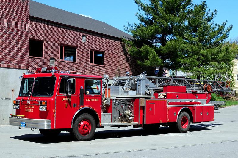 Clinton Fire Dept  Ladder  1  1989 Maxim 1000 GPM  100 Ft
