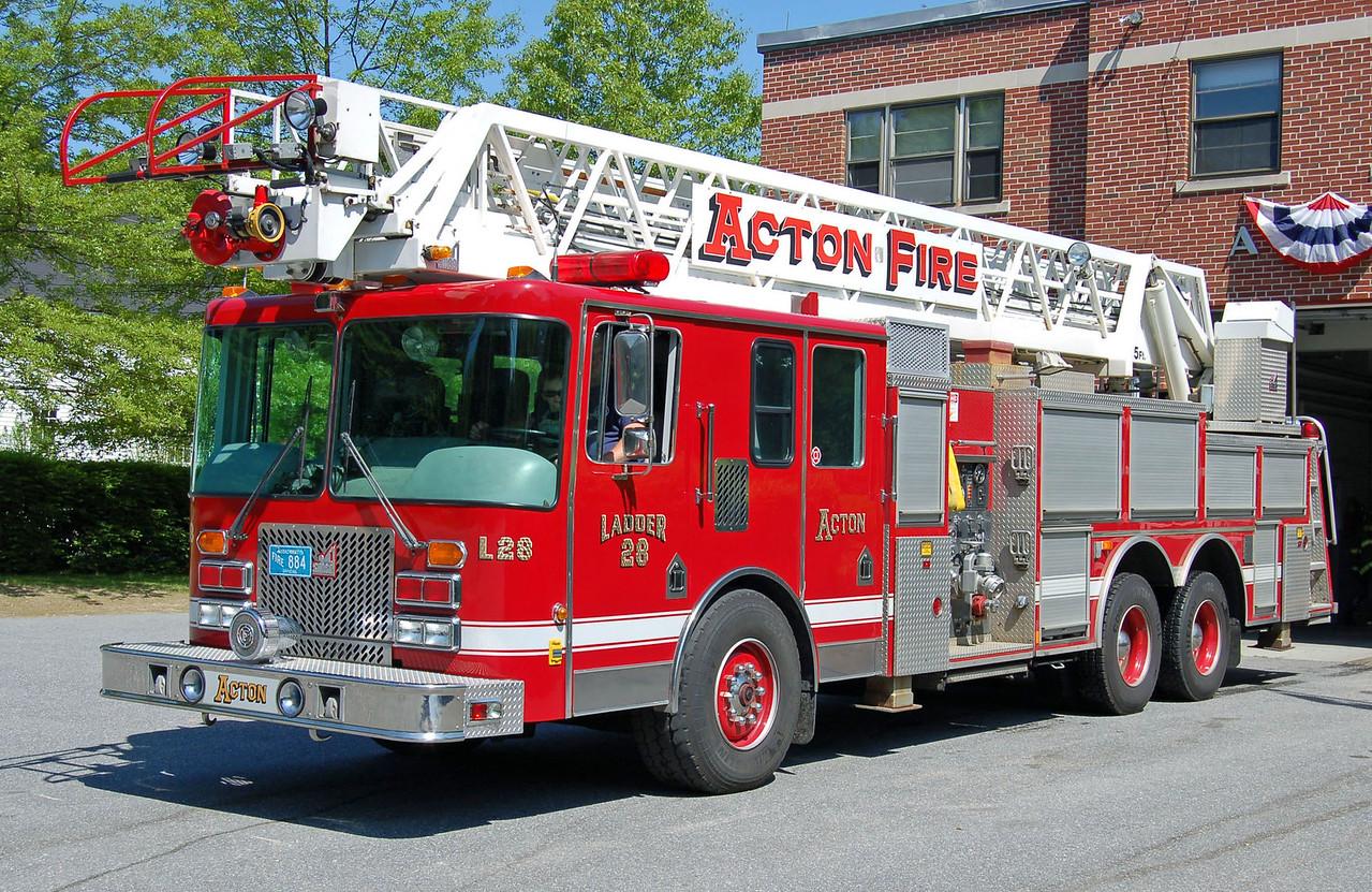 Retired  Ladder 28 2009 Pierce Arrow 105'