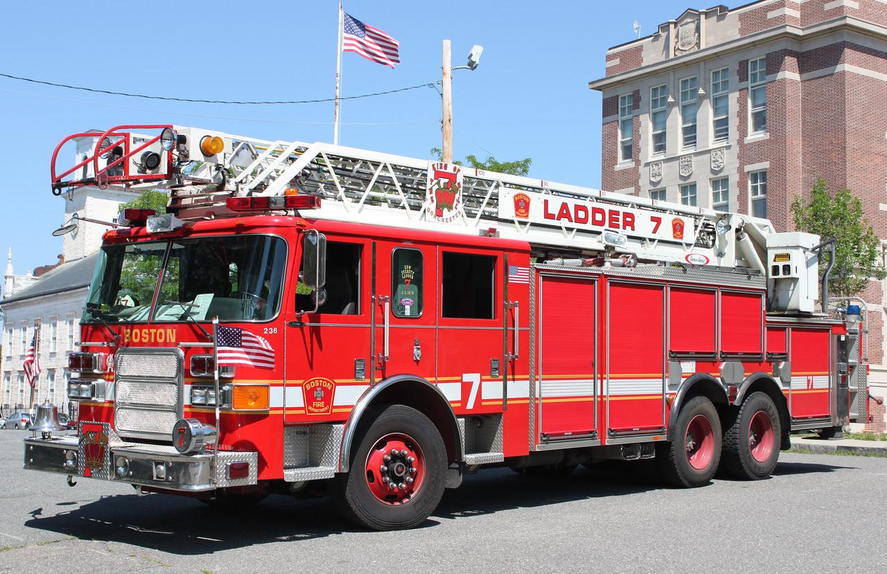 Ladder 7  2004 Pierce  105'