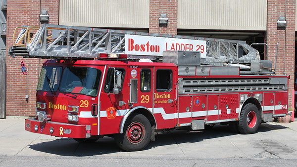 Ladder 29  1995 E-One  110'