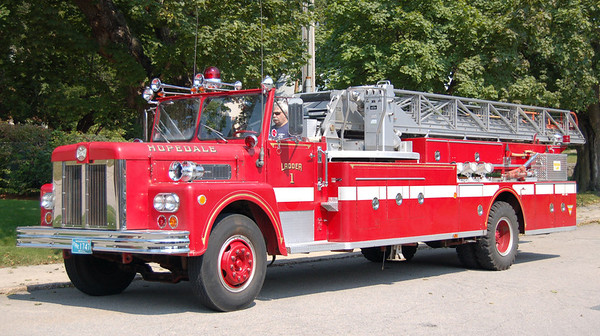 RETIRED  Ladder 1 1973 Maxim 85'