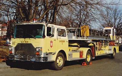 Retired  Ladder 1 1970 Mack CF / Maxim 100' TT