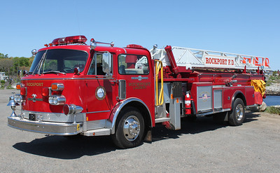 RETIRED  Ladder 1 1954 American LaFrance 1978 Cab 100'