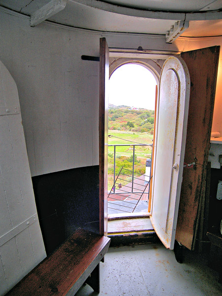 Entry from the watch room to the gallery