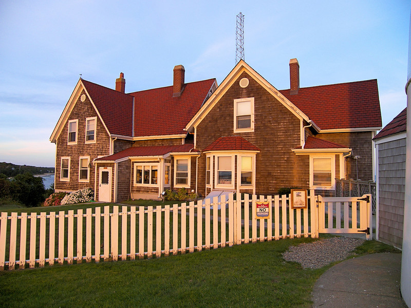 A new 1 ½ story Victorian keepers dwelling was erected in 1876 as well along with an oil house and paint locker.  A second wood-framed dwelling for the Assistant Keeper was built in 1907 for $6,000.  The two homes were eventually joined together.
