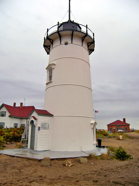 The Coast Guard brought electricity to the light in 1957 and a 1,000 watt bulb replaced the oil lamp in the lantern.  In 1960 the Assistant Keepers house was torn down.