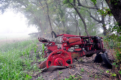 Red Tractor -Estherville, Iowa (L12)