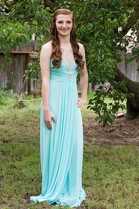 Hannah before the SRCHS Prom 2016.