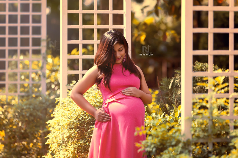 Gorgeousness redefined with a baby bump