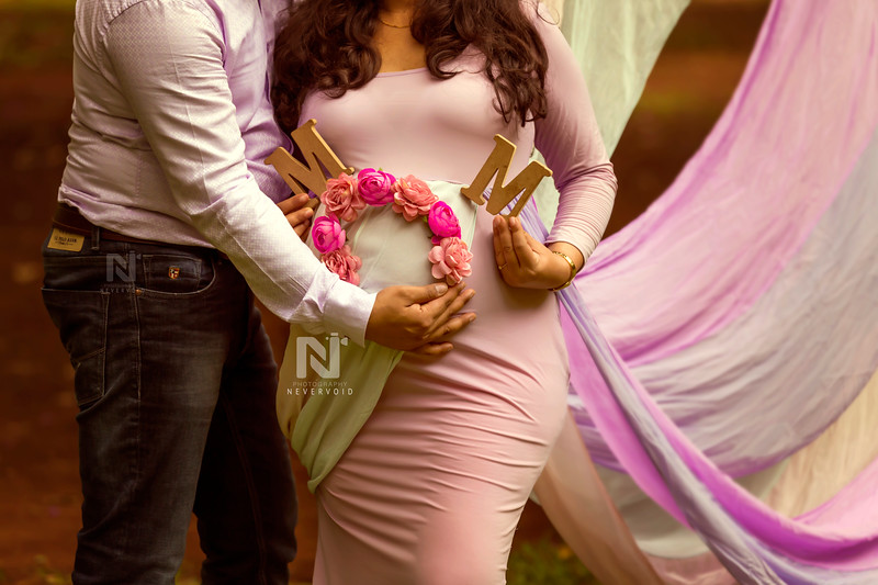 Maternity photoshoot props