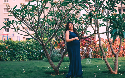 Creative and candid Maternity photoshoot for you mom-to-be