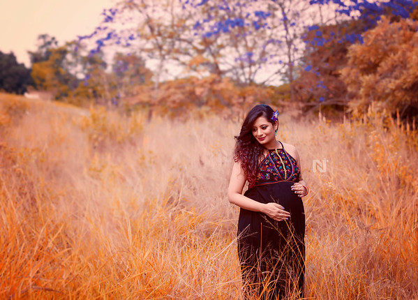 Creative Maternity portrait sessions for mom-to-be's - Feel beautiful