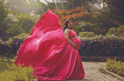 Creative maternity portraits
