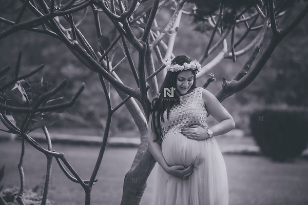 Black and white Maternity Photography
