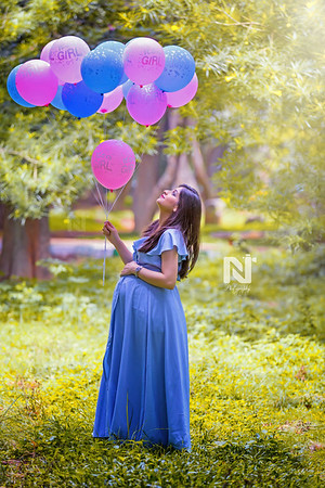 Gorgeous mom-to-be with balloons