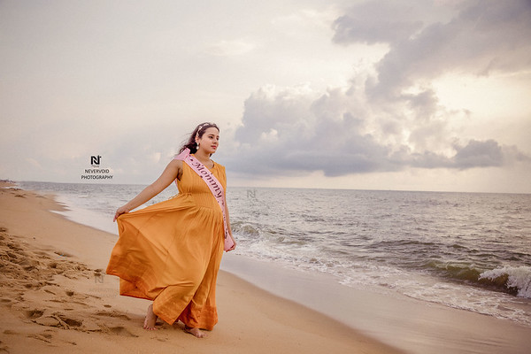 A gorgeous mommy to be walking on the seashores of Chennai