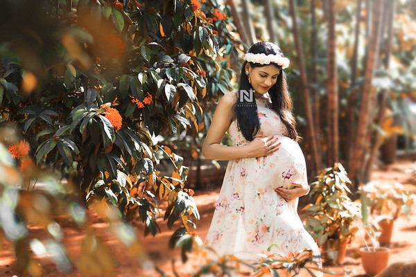Pregnancy portraits of mom-to-be