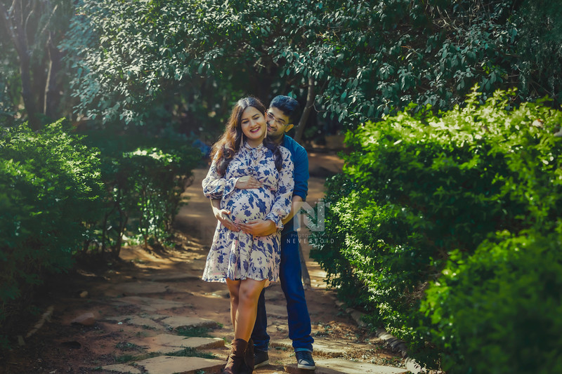 Maternity photoshoot session for a cool couple who are expecting