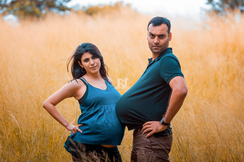 Fun Maternity photoshoot for this Game of Thrones fan couple