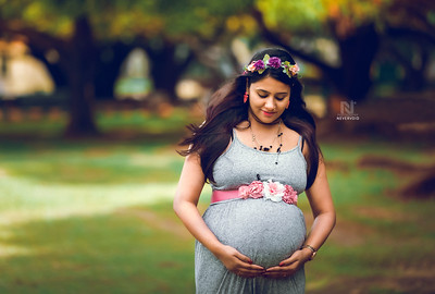 Pregnancy photoshoot to cherish motherhood in your life