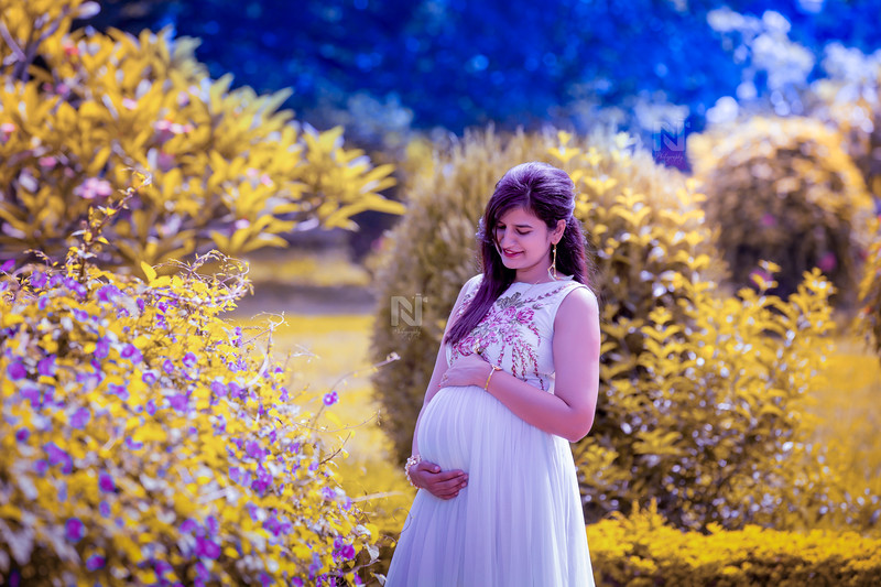 Creative and candid pregnancy photoshoot