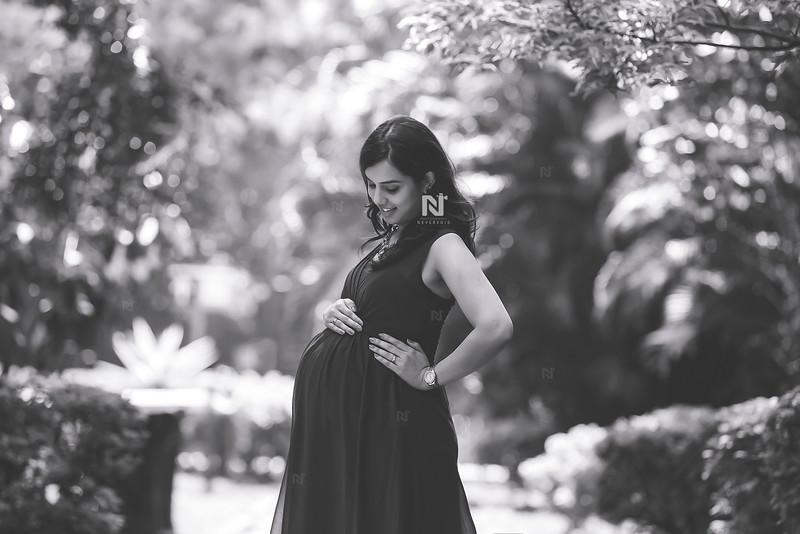 Monochrome Maternity photography