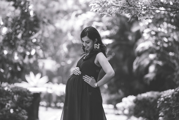 Monochrome Maternity photography
