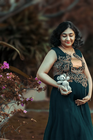 Beautiful portraits of new mom during her pregnancy