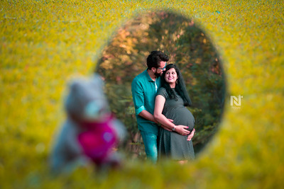 Gorgeous mom-to-be and dad-to-be during the photoshoot session