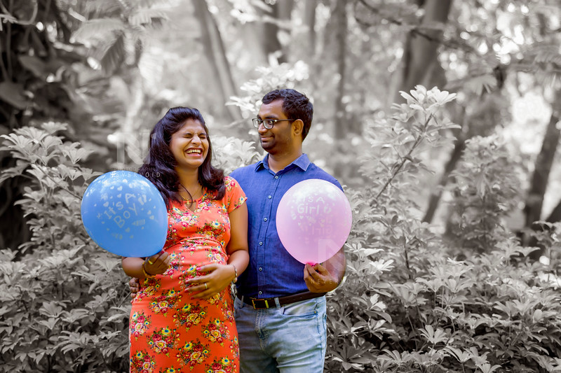 Excited mom-to-be and dad-to-be with balloons in their maternity photoshoot