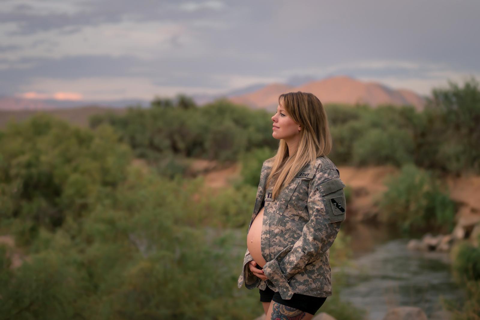 Sonday-Netzel Maternity Maternity Session | OhMGPhoto.com