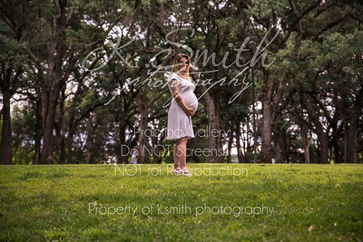 Tiffany_MaternitySession_FairOaksPark_022