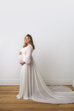 Cincinnati Maternity Photographer near me cream chiffon maternity gown