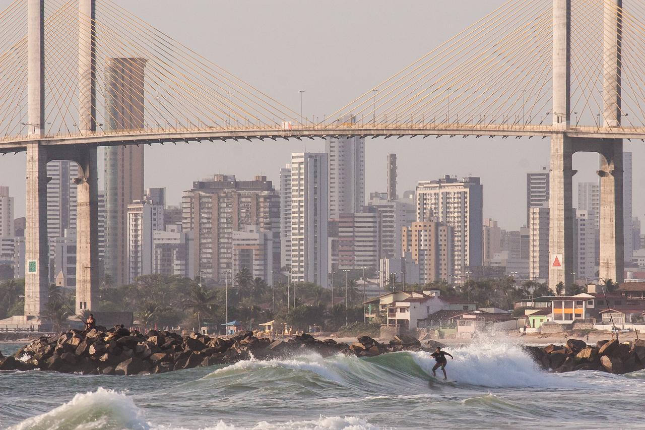 Surfing Redinha Nova