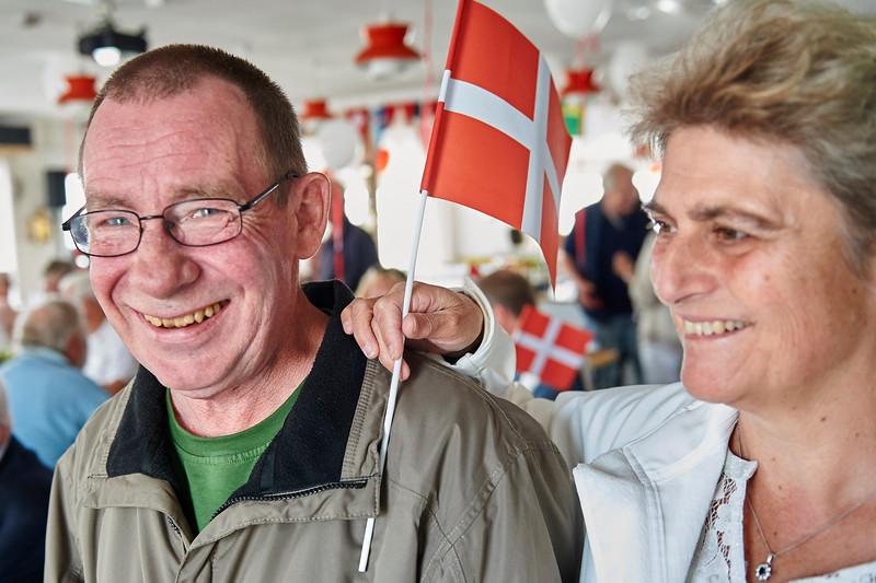 Bimmer og Charlie hejser flaget for Matthies