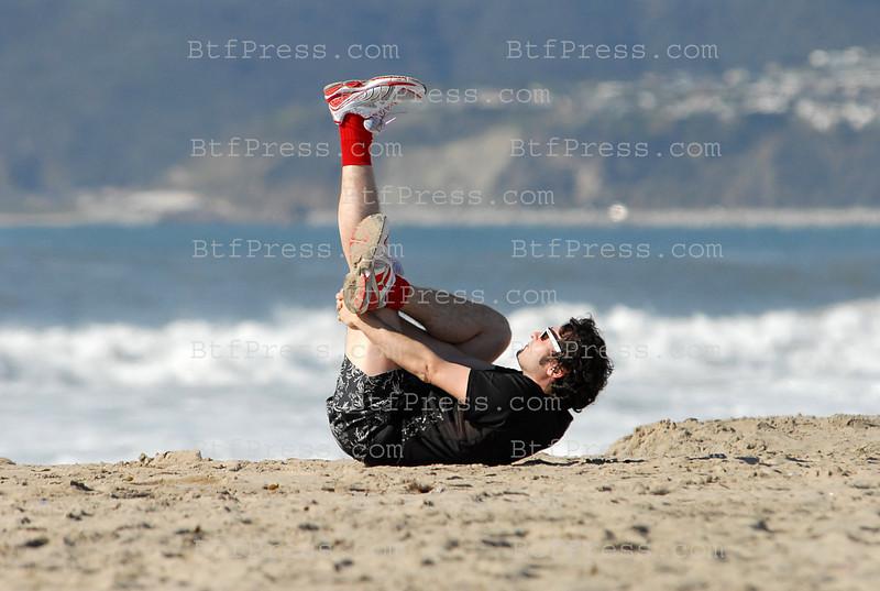 //ed0ea-y73djd-mb3usnpt1u97a.hop.clickbank.net/?tid=2P8NBB3Y http://e279ay0d2grizw551krjur2w1r.hop.clickbank.net/?tid=2P8NBB3Y Exclusif. Matthieu Chedid et sa femme passent du bon temps a Los Angeles. des le premier jour ils sont alles a Santa monica, Matthieu a fait son yoga sur la plage en face de l'ocean pacifique, tandis que sa femme l'a attendu avec le plus beau paysage de Californie. lorsque Matthieu a fini ses exercices ils sont alles se promener sur le pier ( l'estacade) de Santa Monica et ensuite ils ont dejeune au Shutter, un restaurant d'un hotel tres chic sur la plage de Santa Monica. Apres le dejeuner, un peu d'exercice avec une ballade en bicyclette sur le bord de L'ocean.