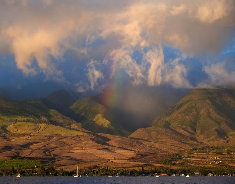"""<p></p> <div id=""""centered_description"""">West Maui Mountains, Lahaina </div>"""