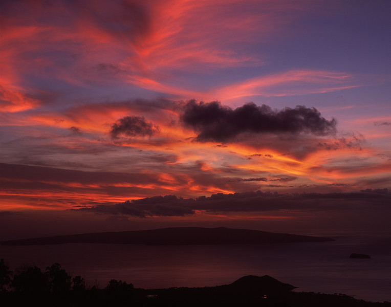 "<p></p><div id=""centered_description"">View of Kahoʻolawe , Ulupalakua</div>"
