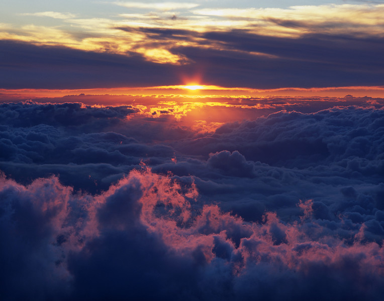 "<p></p><div id=""centered_description"">Sunset in the Clouds, Haleakala Crater</div>"