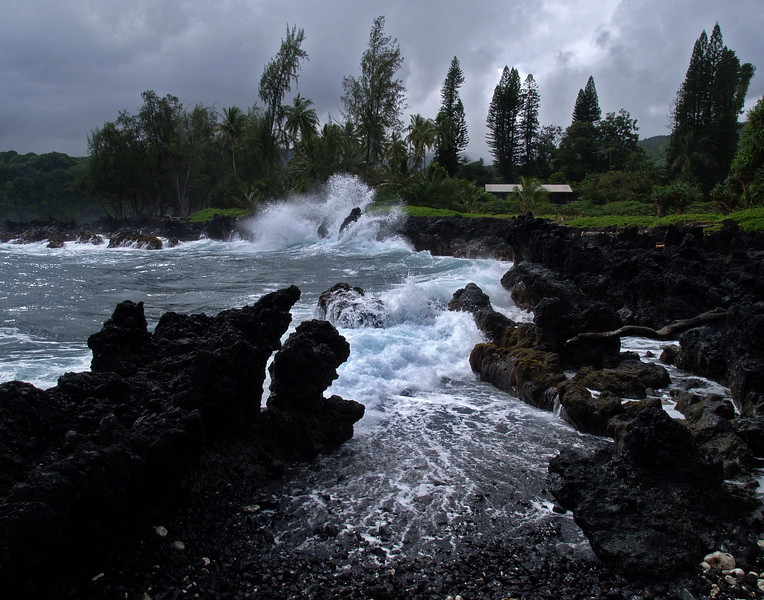 "<p></p><div id=""centered_description"">North Swell, Ke'anae Peninsula </div>"