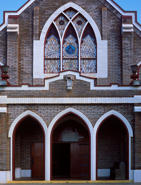 "<p></p><div id=""centered_description"">Church Facade, Makawao</div>"