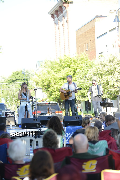 . Linda Kerkau - Morning Sun -   The first Max & Emily\'s Summer Concert Series performance of 2018
