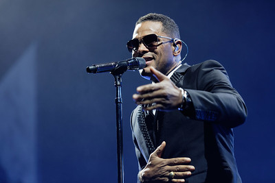 Maxwell live at The Palace of Auburn Hills, in Auburn Hills, Michigan  on 11-18-16.  Photo credit: Ken Settle