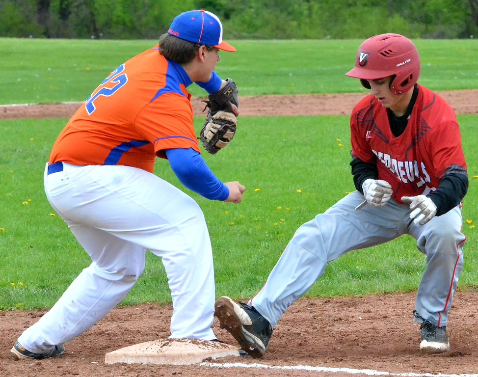 . KYLE MENNIG - ONEIDA DAILY DISPATCH Vernon-Verona-Sherrill\'s Nate Palmer, right, steps back into first as Oneida\'s Ryan Chevier (22) fields the pickoff throw during their game in Oneida on Tuesday, May 9, 2017.