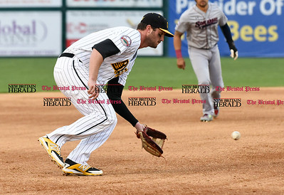 050117  Wesley Bunnell   Staff  New Britain Bees vs the Somerset Patriots on Monday evening. Jon Griffin (33) starting at 3rd base.